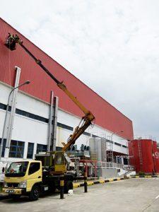 rental mobil crane 18 meter truk baru