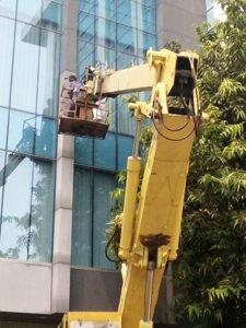 rental mobil crane 18 meter mobil baru