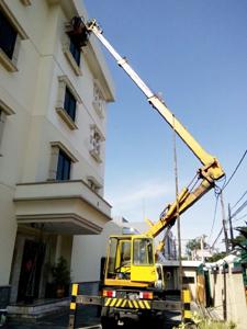 rental mobil crane 18 meter unit baru