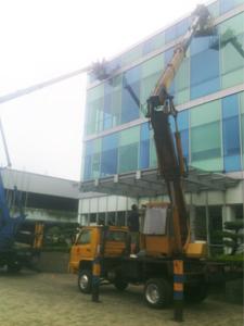 sewa mobil crane 18 meter