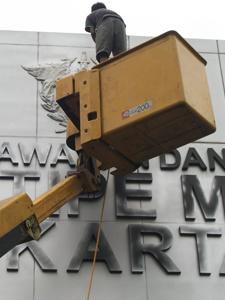 sewa mobil crane 22 meter