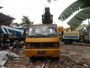 mobil crane merc benz 18 meter