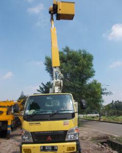 mobil crane ketinggian 11 meter