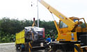 Truk Hidrolik saat memindahkan genset di Lampung