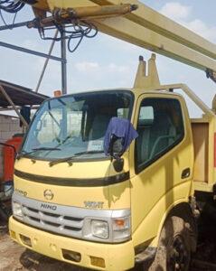 mobil crane 12 meter baru