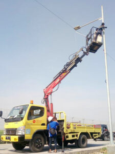 rental mobil crane 14 meter listrik