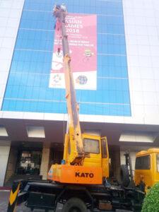 rental mobil crane 18 meter kantor